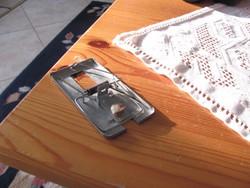 Antik egérfogó sokszor használt,garantáltan jól működik!!