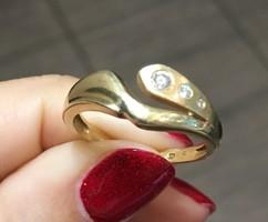 14 karátos női arany gyűrű 3 apró kővel