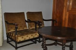 Koloniál kerek asztal