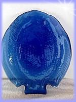 Kék üveg tányér