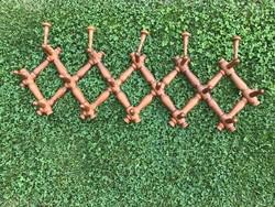 Esztergált harmónika szerkezetű fa fogas, nagy harmónikafogas