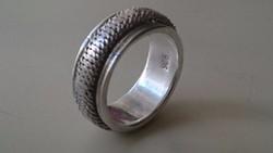 Ezüst gyűrű. Forgó díszítéssel. 925
