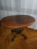 Pillangólábú ovális asztal