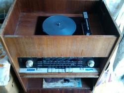 Asztali rádió,lemezlejátszóval
