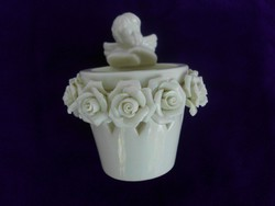 Angyalkás porcelán mécsestartó,  rózsákkal.