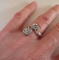 Szép régi dupla szives ezüstgyűrű fehér kövekkel
