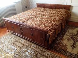 Koloniál Franciaágy ágytakaróval díszpárnával!!