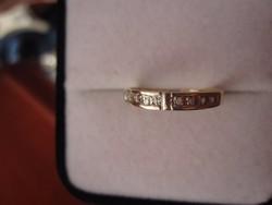 Tömör arany gyűrű 8 gyémánt kővel