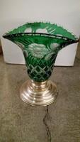Ezüst talpas zöld kristály váza