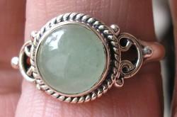 925 ezüst gyűrű 19,3/60,6 mm, szép homogén színű prehnittel