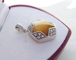 Gyöngyház ezüst medál cirkóniákkal