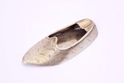 Dúsan cizellált, ezüst cipő (topán) hamutartó