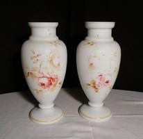 N178 Antik tejüveg vázapár 1800-as évekből