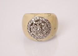 Mágikus, áttört ezüst gyűrű csontszínű berakással