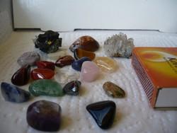 Féldrágakövek, kristály,kagyló együtt
