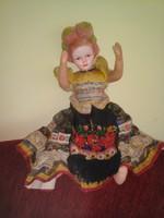 Antik matyó népviseletes baba