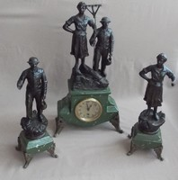 Szemet gyönyörködtető régi kandalló óra garnitúra.