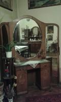 Fésülködőasztal kétszárnyú tükörrel