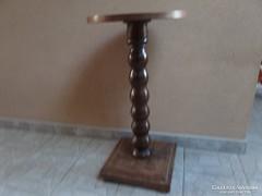 Asztalka, posztamens