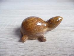 Jáspisból készült teknős