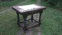 Nagyon masszív tömör fa antik ónémet asztal (akár fellépőnek is mert nagy teherbírású)
