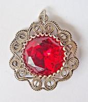 Csiszolt piros köves ezüst medál