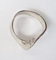 Széles csavart gyűrű