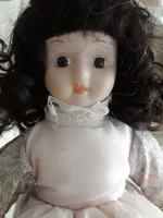 Kancsal szépség porcelánfejű baba