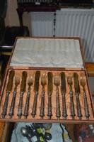 Ezüst nyelű aranyozott kés és villa készlet