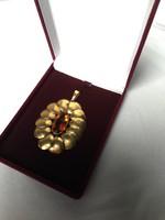 Régi arany színű nagyméretű medál