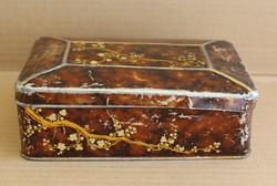 Barna és arany díszítésű fém doboz