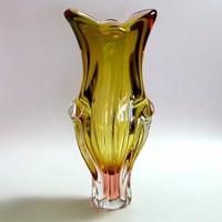 Josef Hospodka által tervezett 70-es évek beli cseh üvegváza