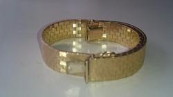 Arany 18 karátos (750) gyönyörű, különleges fonású karkötő