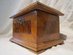Antik furnéros intarziás fa ékszeres doboz