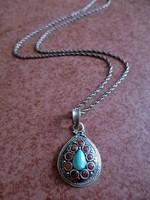 Türkizzel és korallal díszített ezüst medál és lánc