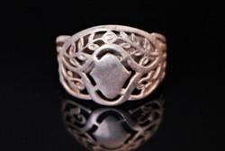 Áttört, ezüst gyűrű aprólékos díszítéssel
