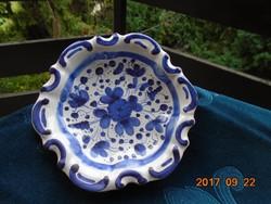 Kobaltkék virág mintás majolika falitál