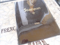 William Shakespeare összes művei. Bp., 1992, Helikon Kiadó. Kiadói műbőr kötés, aranyozott lapszél