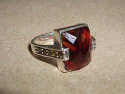 Ezüstgyűrű gránátkővel