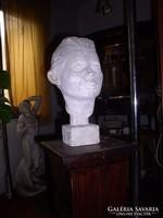 Gyerek feje, gipsz szobor, 38 cm magas. Natúr gipsz. Zéger Gyula szobra