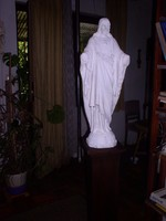 Jézus szobor,  gipsz, 88 cm magas. A két karja nincs kiömtve, hiányzik, mint látható