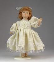 0O131 Felöltöztetett porcelán kislány baba 15 cm