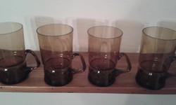 Négy különleges formájú hőálló füles pohár egyben eladó.