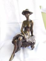 Gyulavári Pál jelzett képcsarnokos bronzírozott műgyanta szobor