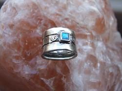 Izraeli ezüst gyűrű kék opál kővel