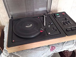 Retro  TESLA NZC150 STEREO LEMEZJÁTSZÓ + 2 db hangfal + kb 150 db komolyzenei hanglemez
