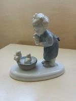 Hibátlan, csibékkel játszó, kötényes Metzler-Ortloff porcelán kislány figura