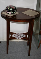 Thonet ovális asztal