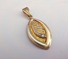 Aranyozott köves ezüst medál