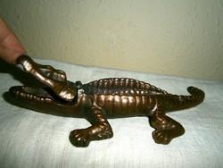 Krokodil alakú bronz cigaretta tál-nyitható szájjal